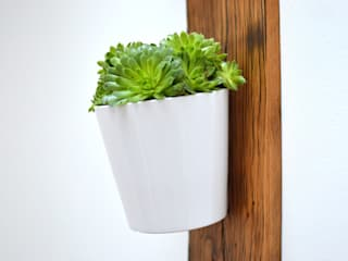 RECLAIMED FRENCH WAGON OAK VERTICAL PLANTER: minimalist  by Jam Furniture, Minimalist