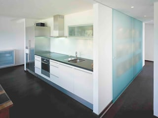 Appartementumbau in Taunusstein Moderne Küchen von Anne.Mehring Innenarchitekturbüro Modern
