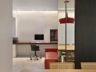 Modern Media Room by Jaqueline Frauches Arquitetura e Interiores Modern
