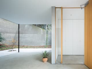 Modern Windows and Doors by 栗原隆建築設計事務所 Modern