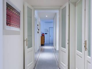 House T:  in stile  di marcocarininteriordesigner.com