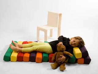 Play chair de studio deFORM Moderno