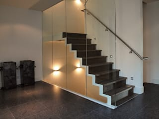Frank Loor Architect Modern Corridor, Hallway and Staircase