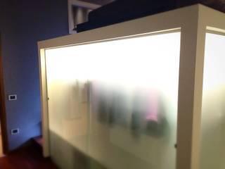 CASA SR: Camera da letto in stile in stile Moderno di Nau Architetti