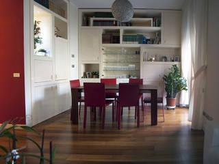 zona pranzo: Sala da pranzo in stile in stile Moderno di SENSIBILE DE ROSALES