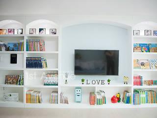 엄마의 사랑이 피어나는 러블리 하우스: 퍼스트애비뉴의  거실,지중해