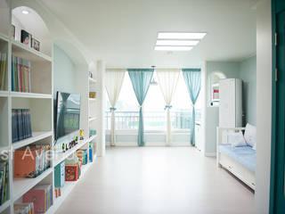 Mediterrane Wohnzimmer von 퍼스트애비뉴 Mediterran