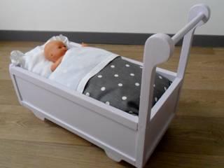 Lit roulotte pour poupée par Le Torchon en Cavale