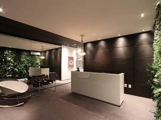 Minimalist study/office by ZAAV Arquitetura Minimalist