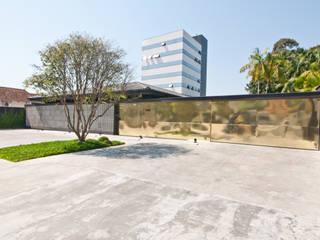 ミニマルデザインの 書斎 の ZAAV Arquitetura ミニマル
