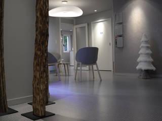 Projet de rénovation d'un cabinet dentaire au cœur de Metz: Cliniques de style  par AK Design
