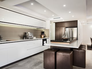 Menora Residence Modern kitchen by Moda Interiors Modern