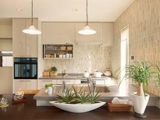 中庭のある家: 株式会社 創匠が手掛けたキッチンです。