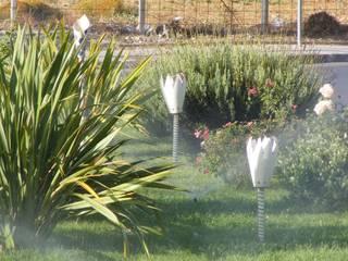 Rotatoria 2010 - particolare : Giardino in stile  di improntabarre - Handcraft & Design Laboratory