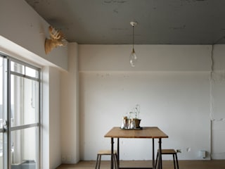 by 蘆田暢人建築設計事務所 ​Ashida Architect & Associates Рустiк