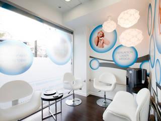 Cliniques modernes par IPUNTO INTERIORISMO Moderne