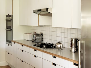 Hampton Hill Kitchen: modern  by Matt Antrobus Design, Modern