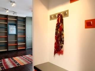 """Le projet """"Mondrian"""" Agence Sophie Auscher Couloir, entrée, escaliers modernes"""