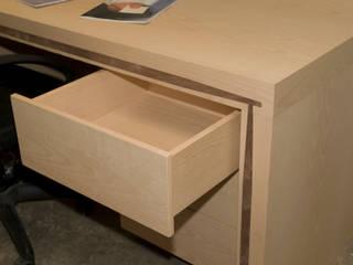 mesa de estudio con 3 cajones de Lenervo Moderno