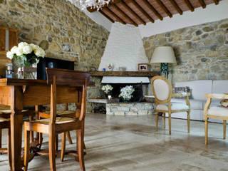 Rustikale Wohnzimmer von Pietre di Rapolano Rustikal