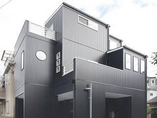 三方道路に囲まれた家: 株式会社 創匠が手掛けた家です。