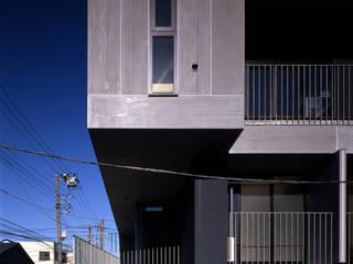 ระเบียง, นอกชาน โดย 濱嵜良実+株式会社 浜﨑工務店一級建築士事務所,