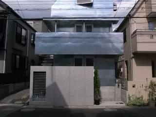 บ้านและที่อยู่อาศัย โดย 濱嵜良実+株式会社 浜﨑工務店一級建築士事務所,