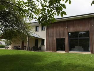 Casas modernas de Patrice Bideau a.typique Moderno