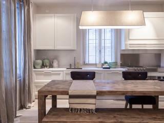 Classic style kitchen by Lucia Bentivogli Architetto Classic