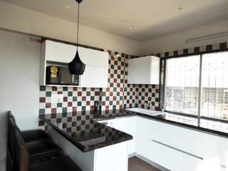 RESIDENCE AT VILE PARLE (E):  Kitchen by Dhruva Samal & Associates