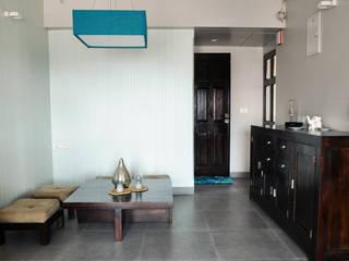 RESIDENCE AT VILE PARLE (E):  Dining room by Dhruva Samal & Associates
