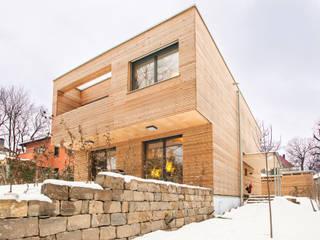 Modern home by Jenohr + Mezger Modern