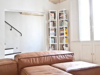 Moderne woonkamers van Tiid Studio Modern