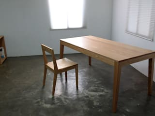 Oblique table: The QUAD woodworks 의 현대 ,모던