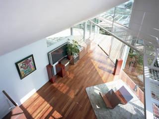 トライアングル・ハウス オリジナルデザインの リビング の 西島正樹/プライム一級建築士事務所 オリジナル