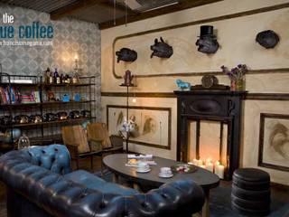 Chimeneas victorianas, sofás Chester originales... Francisco Segarra.: Locales gastronómicos de estilo  de Francisco Segarra