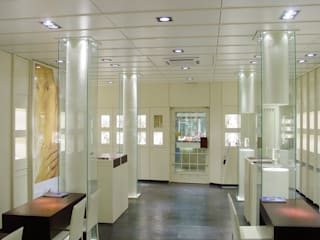 Juwelier Krämer Moderne Geschäftsräume & Stores von Bolz Licht und Wohnen 1946 Modern