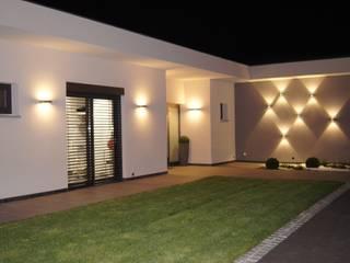 Villa Frankreich:  Terrasse von Bolz Planungen für Licht und Raum