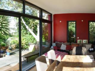 Extension d'une maison à Plescop BERNIER ARCHITECTE Maisons modernes
