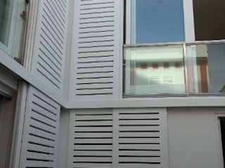 Casa das riscas vermelhas Varandas, marquises e terraços ecléticos por GAAPE - ARQUITECTURA, PLANEAMENTO E ENGENHARIA, LDA Eclético