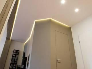 Appartamento a San Paolo - Roma Archifacturing Ingresso, Corridoio & Scale in stile moderno