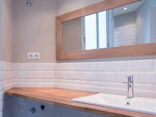北欧スタイルの お風呂・バスルーム の SOMHI CONSTRUCCIONES y OBRAS 北欧