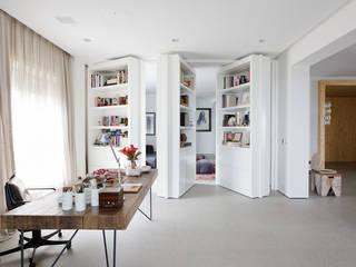 Studeerkamer/kantoor door Consuelo Jorge Arquitetos