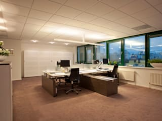 Kantoor ruimtes. Moderne kantoorgebouwen van Lightarc lichtarchitektuur Modern