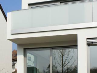 Gartenansicht:  Terrasse von Architekturbüro Wörner
