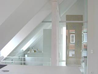Dachgeschoss: moderne Küche von Architekturbüro Wörner