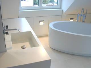 Badezimmer: moderne Badezimmer von Architekturbüro Wörner