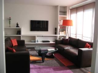 Гостиная в стиле модерн от espaces & déco Модерн