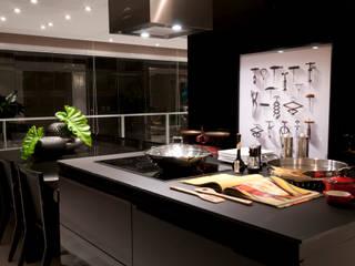 Projekty,  Kuchnia zaprojektowane przez Consuelo Jorge Arquitetos,