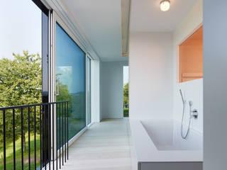 Ванная комната в стиле минимализм от archifaktur Минимализм